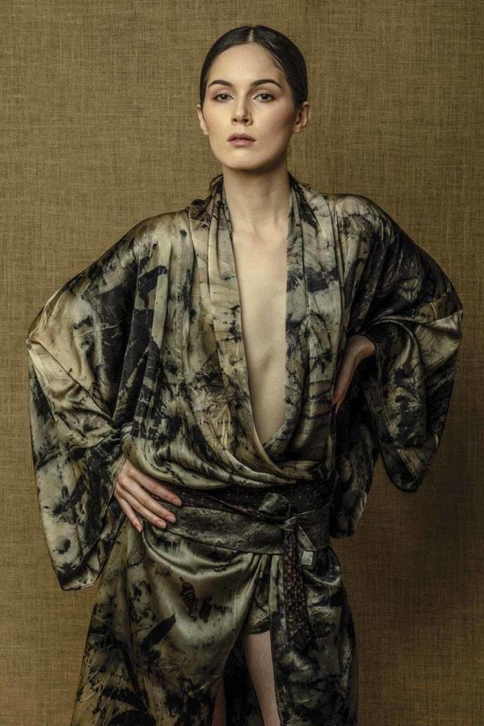 Kimono Robelini en satin de soie imprimé Eco-Print fait main
