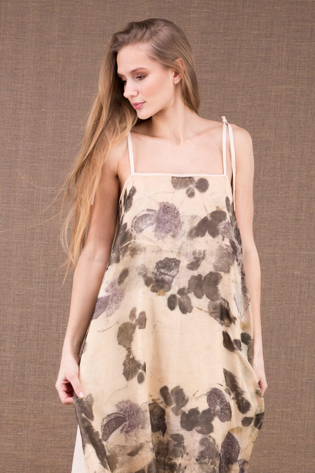 FEE robe longue en coton bio avec le tablier en soie eco print - Boutique ASKA