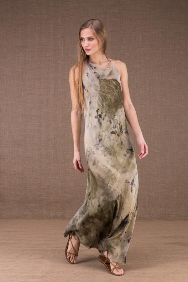 SARA Robe longue à dos ouvert en soie imprimé eco-print 1