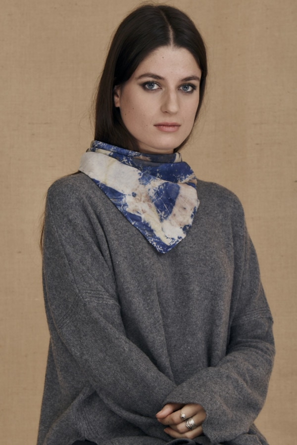 Fichu en soie eco-print bleu ANNA - 2
