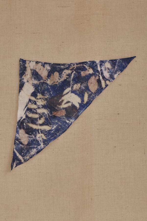 Fichu en soie eco-print bleu ANNA - 4