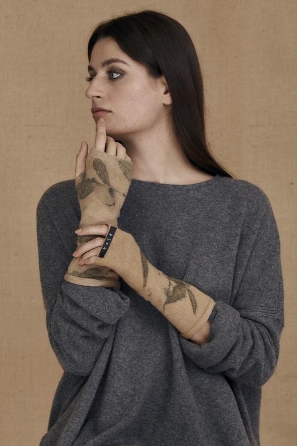 Mitaines en laine eco-print FLORA bege - 1
