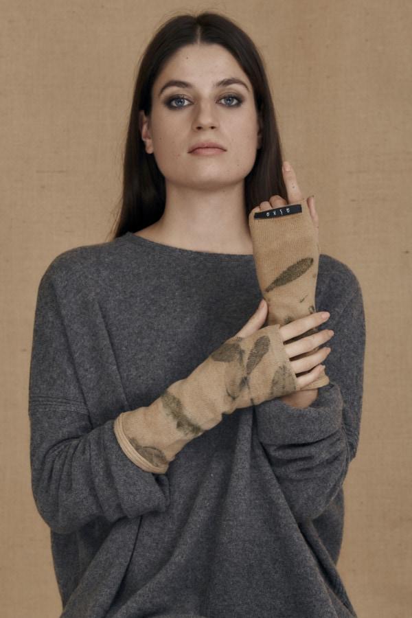 Mitaines en laine eco-print FLORA bege - 2