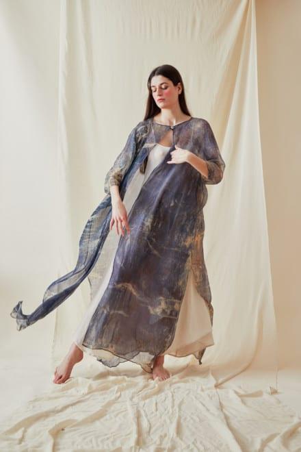 Manteau-caftan en mousseline de soie imprimee a la main OLYMPE Bleue - 1