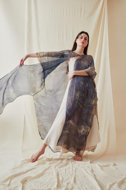 Manteau-caftan en mousseline de soie imprimee a la main OLYMPE Bleue - 2