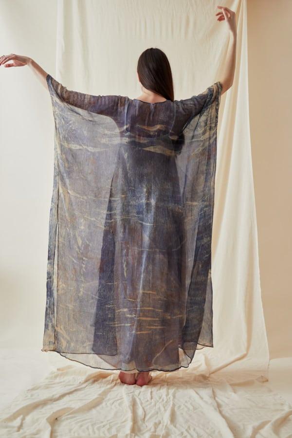 Manteau-caftan en mousseline de soie imprimee a la main OLYMPE Bleue - 3